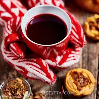 Barszcz czerwony z tartaletkami z ciasta francuskiego